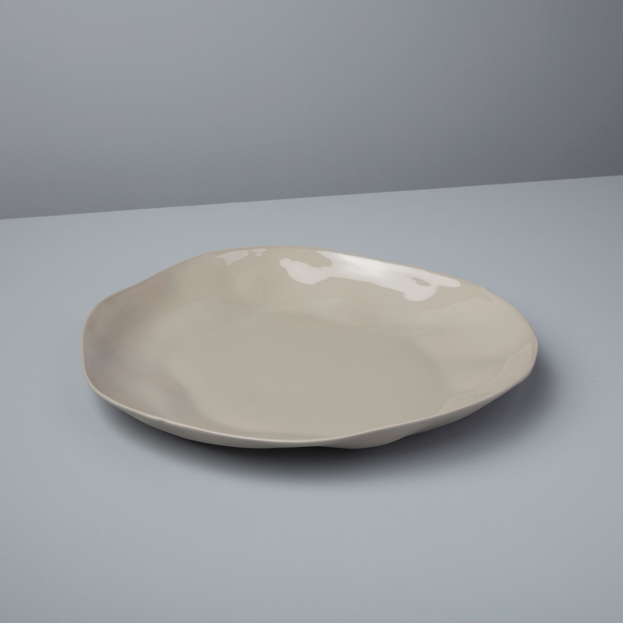 Be-Home_Stoneware-Platter-Sterling_64-03
