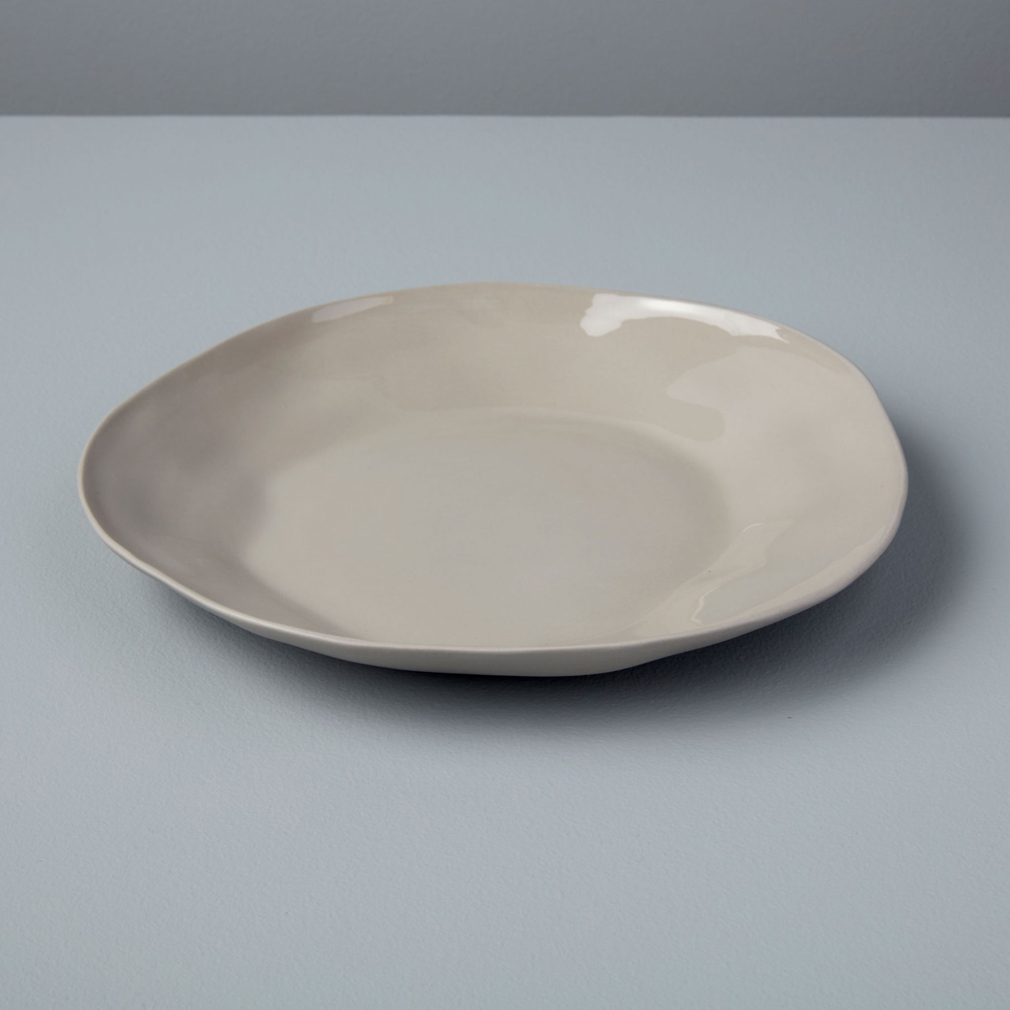 Be-Home_Stoneware-Salad-Plate-Sterling_64-02