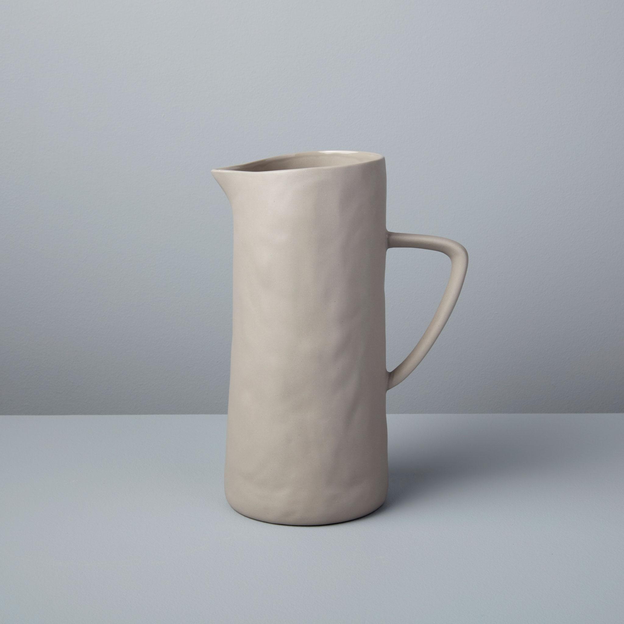 Be-Home_Stoneware-Pitcher-Sterling_64-48