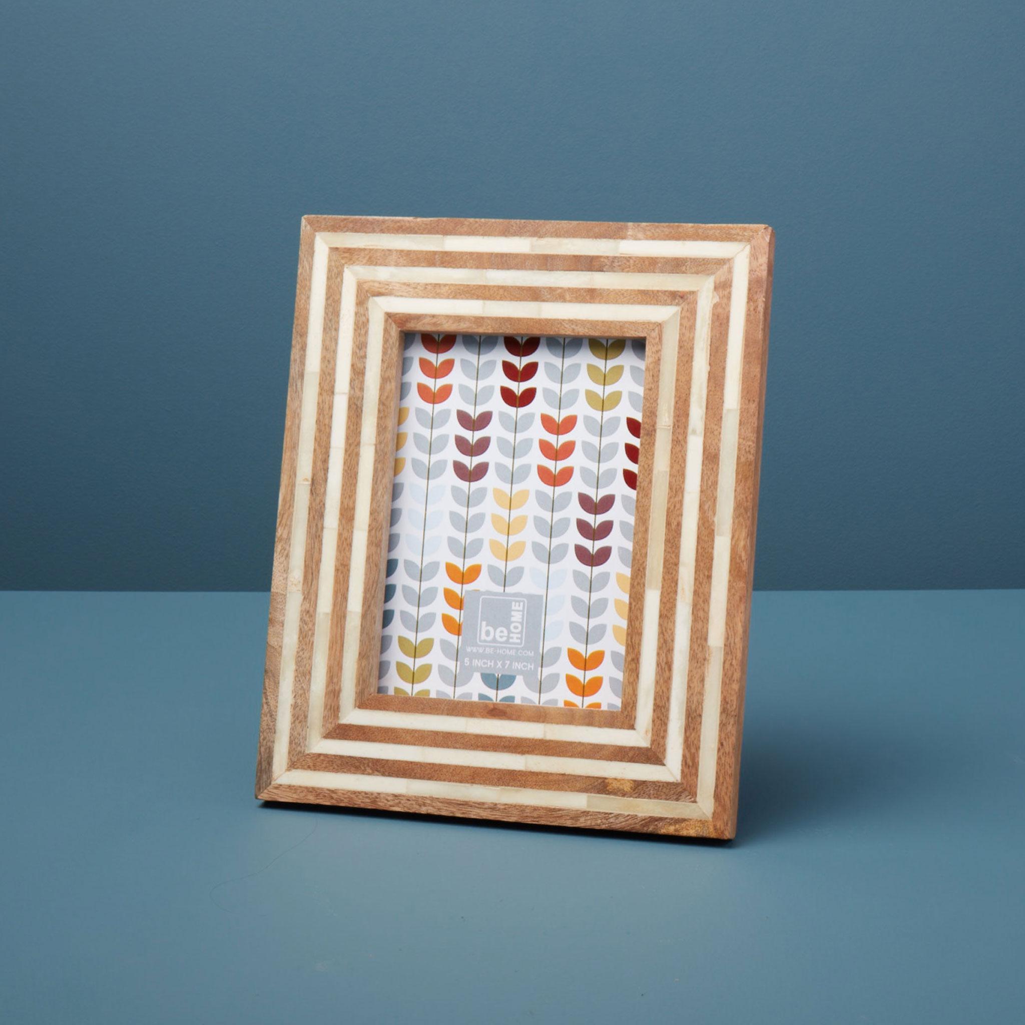 Be-Home_Mango-Wood-and-Bone-Striped-Frame-5x7_87-51