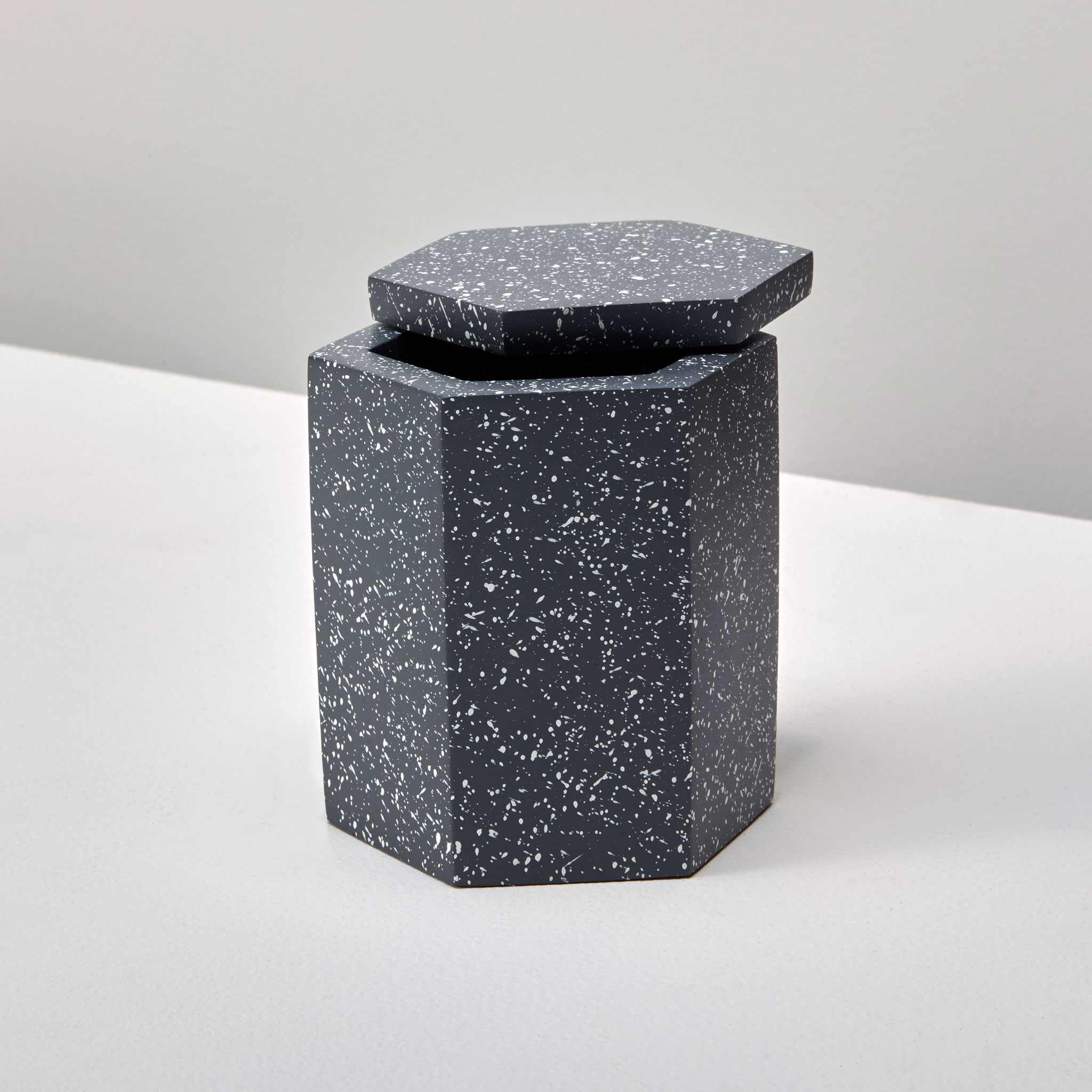 Be-Home_Speckled-Cement-Bath-Canister-Slate_27-322