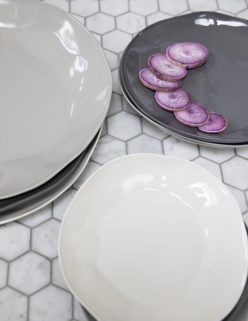 Stoneware Plate Sterling, Medium