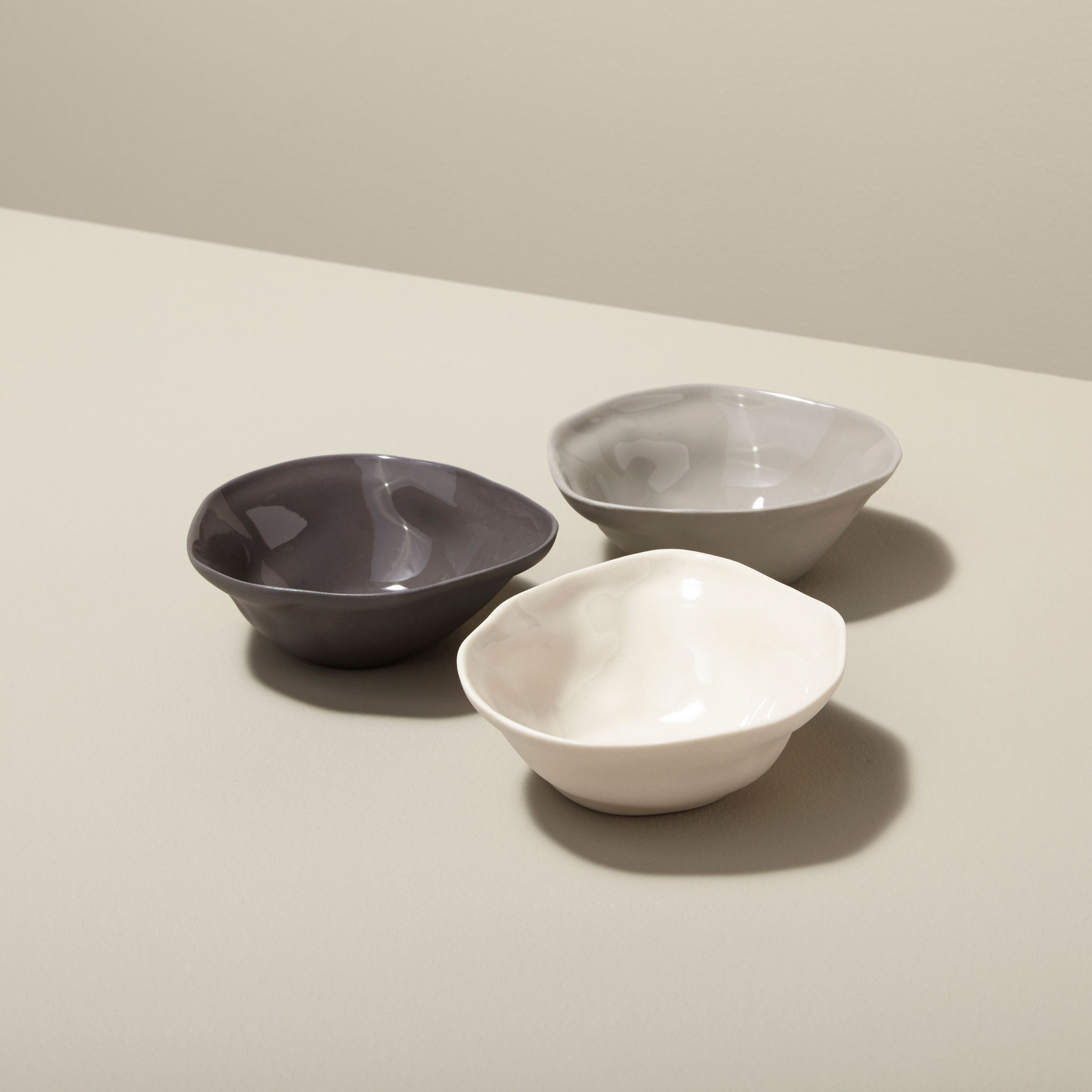 Stoneware Pinch Bowl, White 3